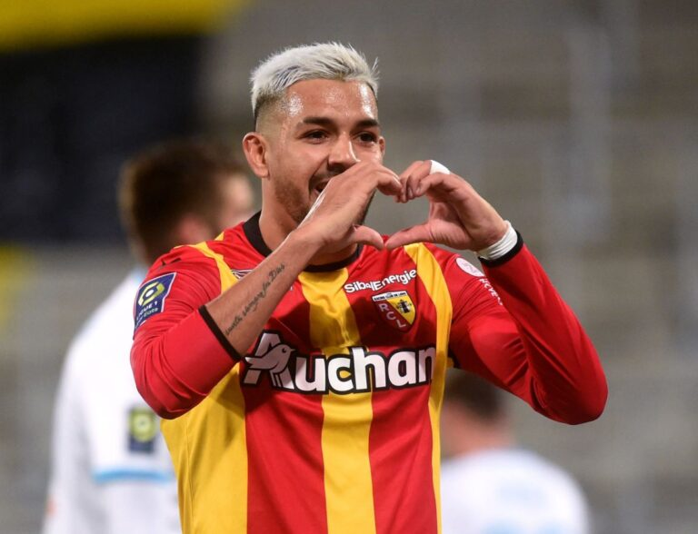 Facundo Medina playing for RC Lens