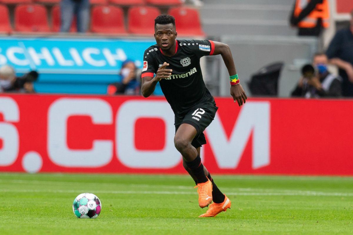 Edmond Tapsoba playing for Bayer Leverkusen