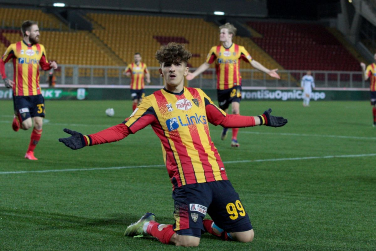 Pablo Rodríguez scoring for Lecce