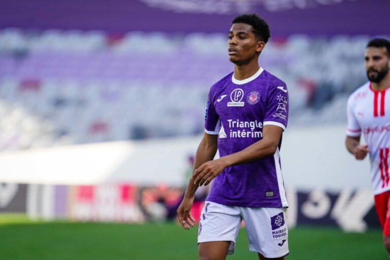 Amine Adli playing for Toulouse
