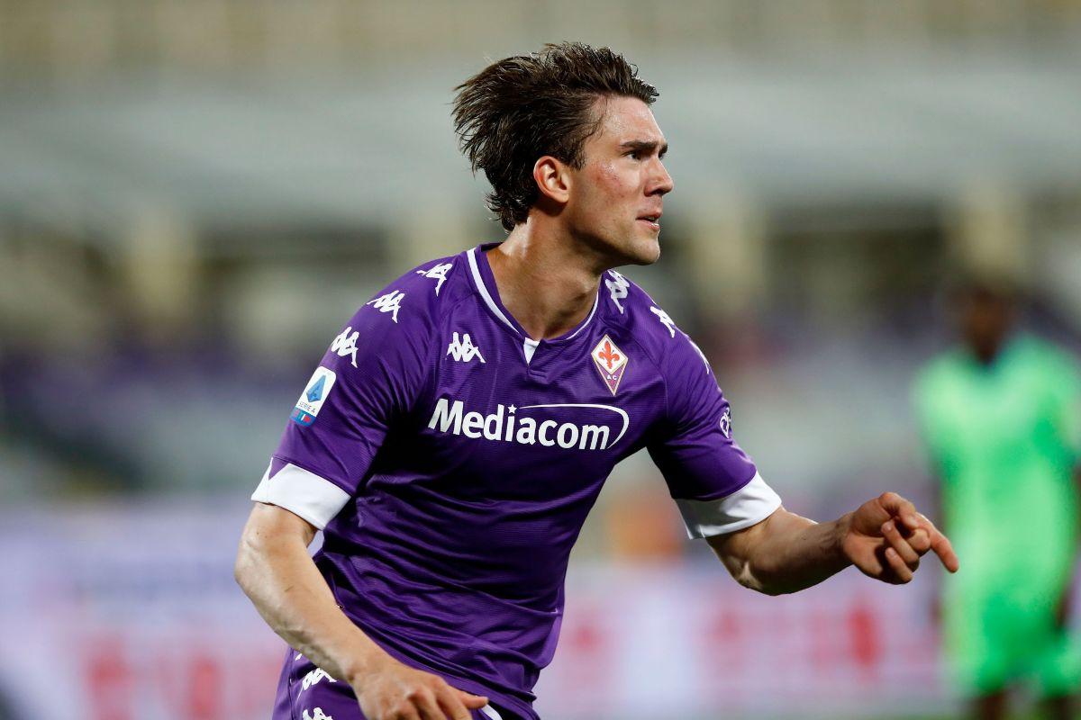 Dušan Vlahović scoring for Fiorentina